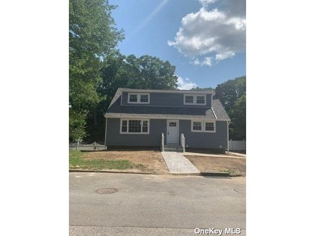 5 BR,  2.00 BTH Exp cape style home in Huntington Station