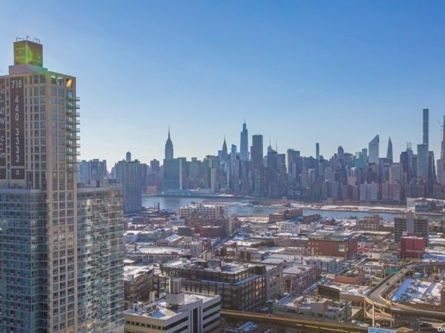 1 BR,  1.00 BTH High rise style home in Long Island City