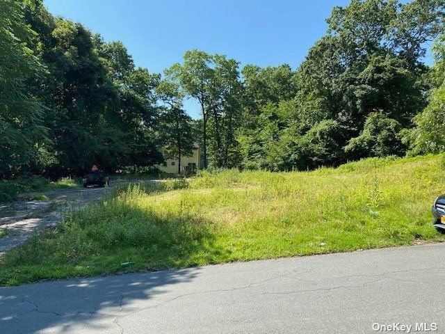 Lot <b>Size:</b> .43 Land style home in Medford
