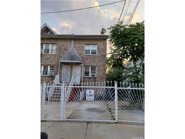 5 BR,  4.00 BTH Colonial style home in East New York