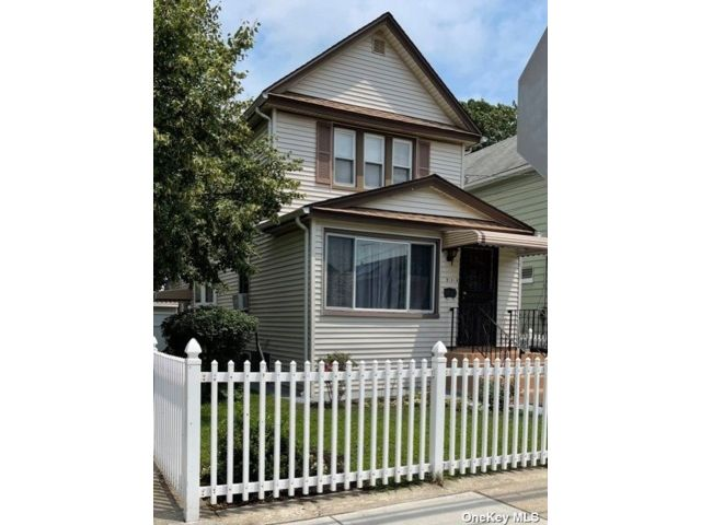 2 BR,  1.00 BTH Colonial style home in Queens Village