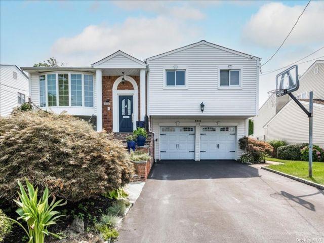 [Merrick Real Estate, listing number 3192717]