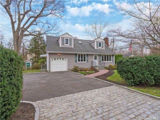 2 BR,  1.00 BTH Cape style home in Huntington