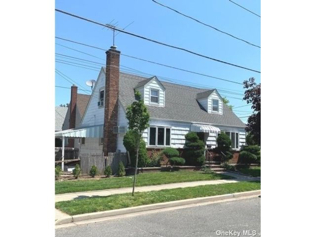 3 BR,  3.00 BTH Exp cape style home in Floral Park