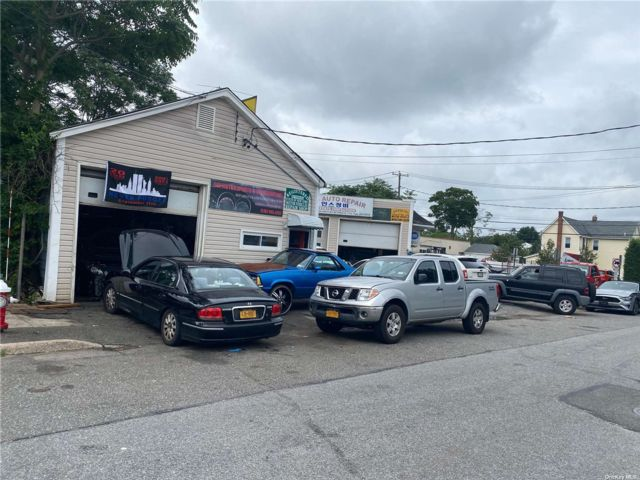 Studio,  0.00 BTH Commercial style home in Bethpage