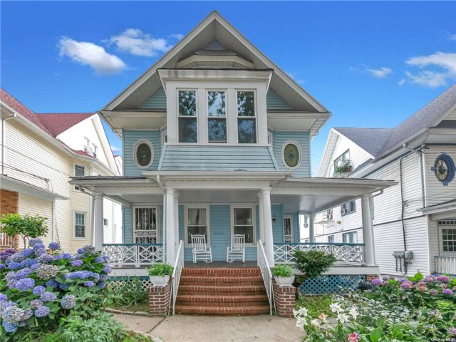 8 BR,  3.00 BTH Victorian style home in Woodhaven