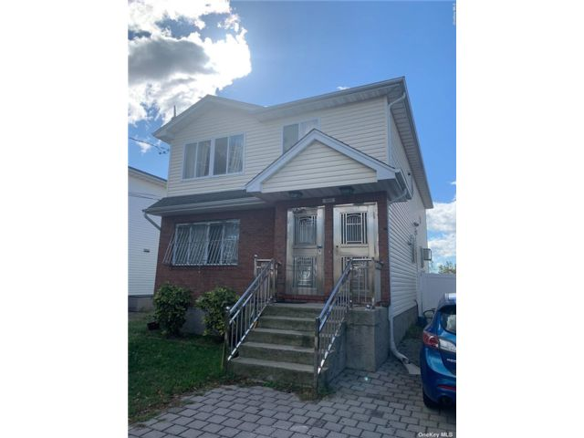 6 BR,  3.00 BTH Other style home in Arverne