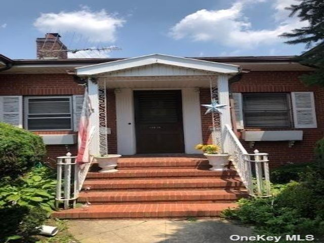 4 BR,  4.00 BTH Ranch style home in Flushing