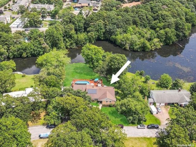 4 BR,  4.00 BTH Exp ranch style home in Patchogue