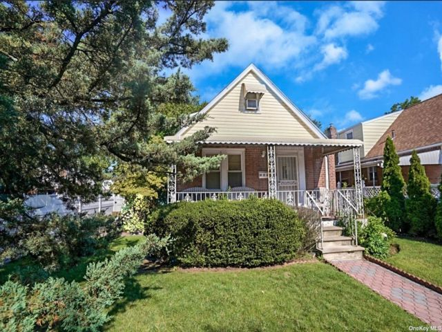 4 BR,  2.00 BTH Exp cape style home in Cambria Heights
