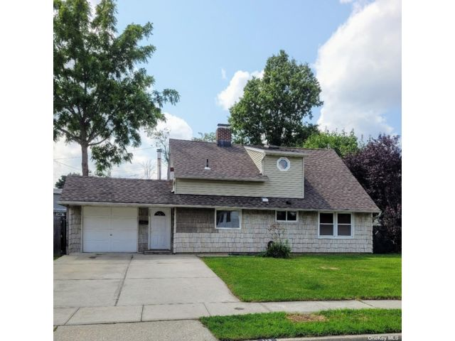 4 BR,  2.00 BTH Exp ranch style home in Levittown
