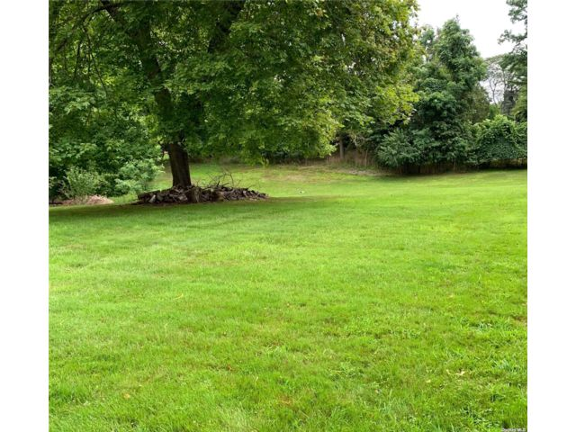 Lot <b>Size:</b> .50 Land style home in Stony Brook