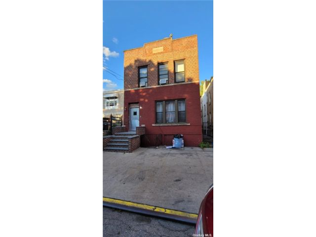 7 BR,  4.00 BTH Colonial style home in East New York