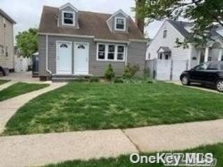 2 BR,  3.00 BTH 2 story style home in Bellerose