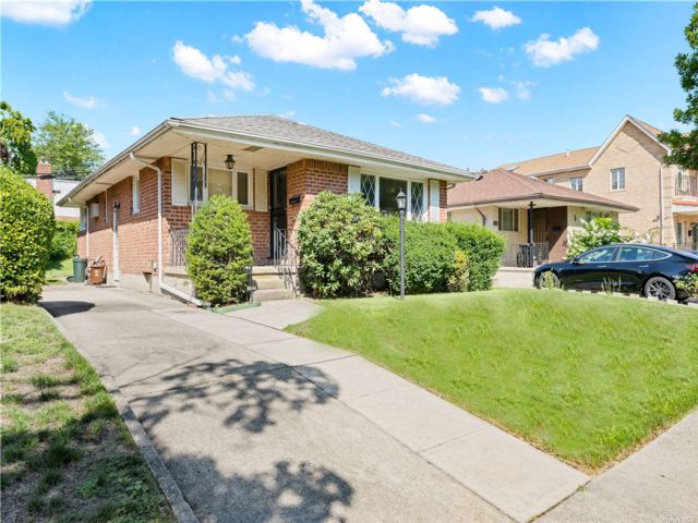 3 BR,  1.00 BTH Ranch style home in Bellerose