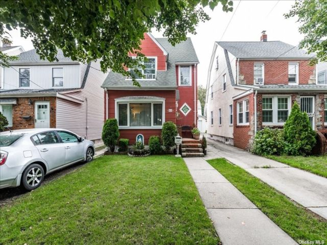 4 BR,  3.00 BTH 2 story style home in Bellerose