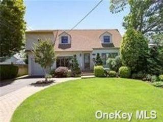 [Merrick Real Estate, listing number 3193170]