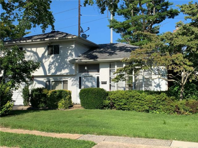 3 BR,  2.00 BTH Split level style home in Jericho