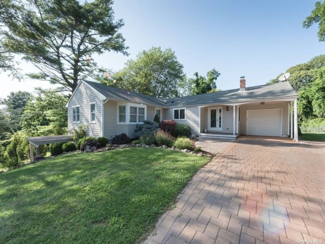 3 BR,  3.00 BTH Ranch style home in Shelter Island