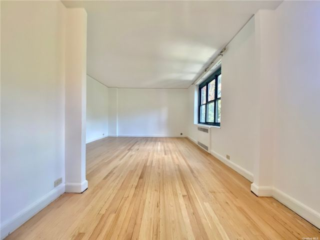 [Jackson Heights Real Estate, listing number 3193232]