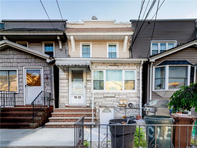 2 BR,  3.00 BTH 2 story style home in Woodhaven