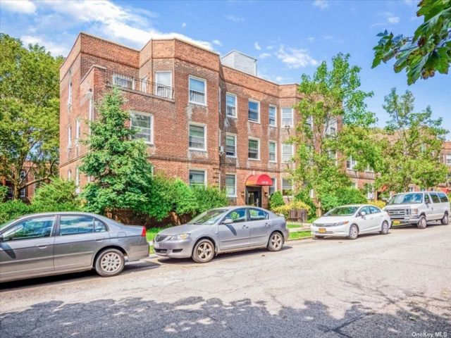 3 BR,  1.00 BTH Mid rise style home in Kew Garden Hills