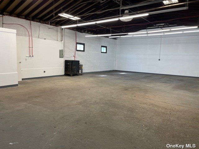 Studio,  0.00 BTH Commercial style home in East Northport