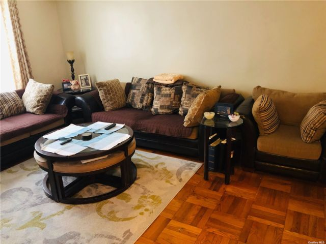 1 BR,  1.00 BTH Mid rise style home in Whitestone