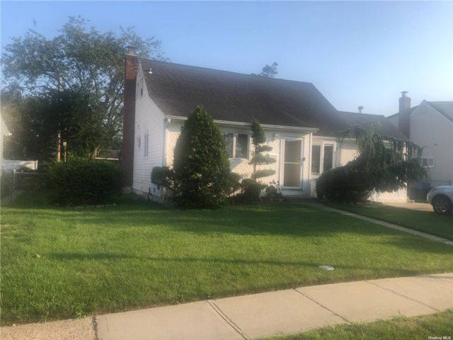 [East Meadow Real Estate, listing number 3193632]