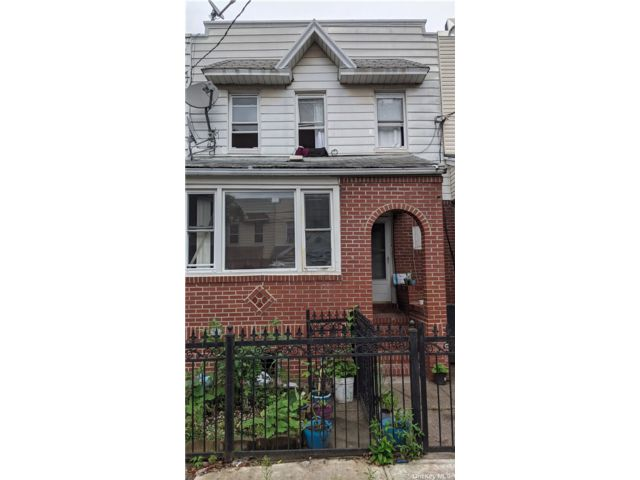 4 BR,  2.00 BTH 2 story style home in Ozone Park