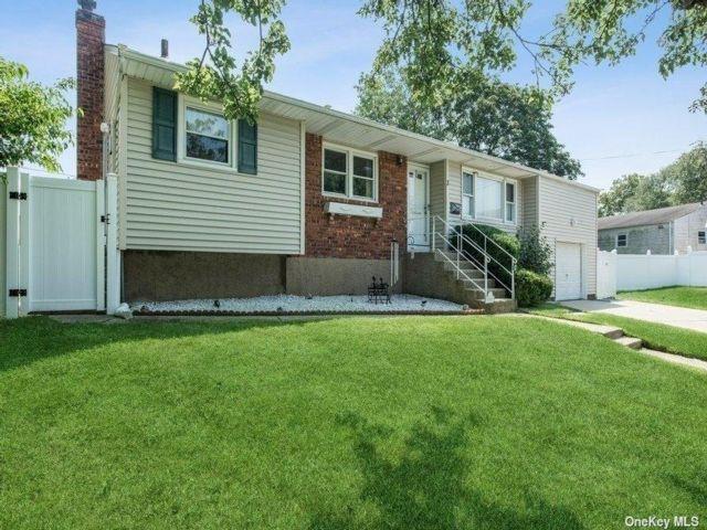 [Farmingdale Real Estate, listing number 3193711]
