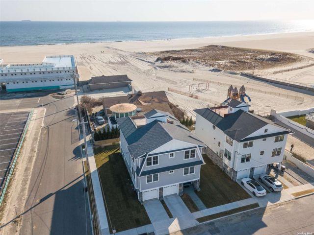 5 BR,  5.00 BTH Contemporary style home in Atlantic Beach