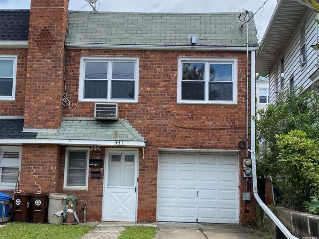 3 BR,  2.00 BTH 2 story style home in College Point