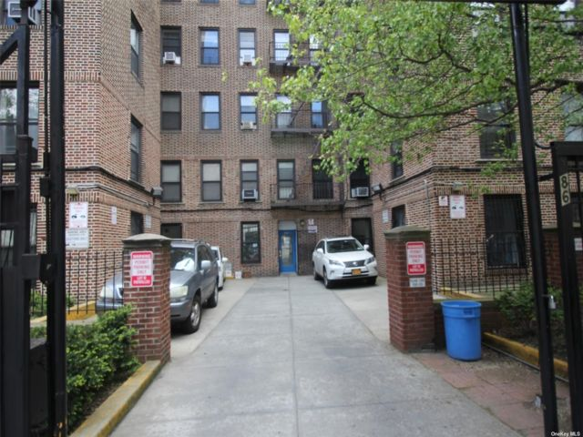 Studio,  0.00 BTH Commercial style home in Crown Heights