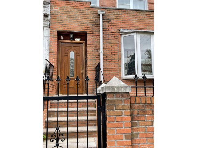 4 BR,  1.00 BTH Colonial style home in East New York