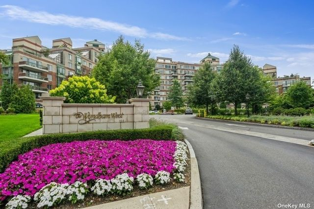 2 BR,  3.00 BTH High rise style home in Garden City