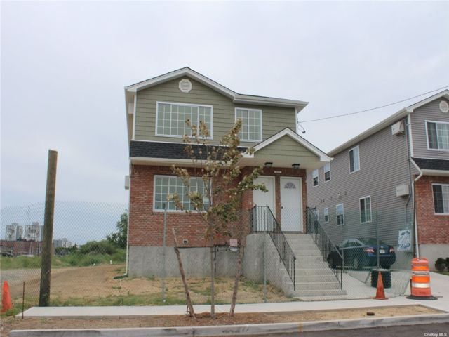 3 BR,  2.00 BTH 2 story style home in Arverne