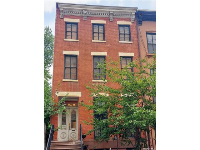 2 BR,  1.00 BTH Apt in house style home in Fort Greene