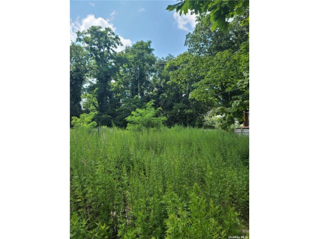 Lot <b>Size:</b> 78x100 Land style home in Mastic Beach