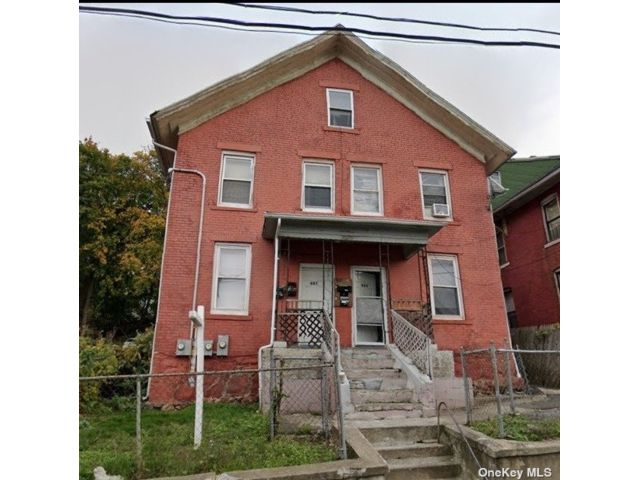 7 BR,  4.00 BTH Colonial style home in Waterbury