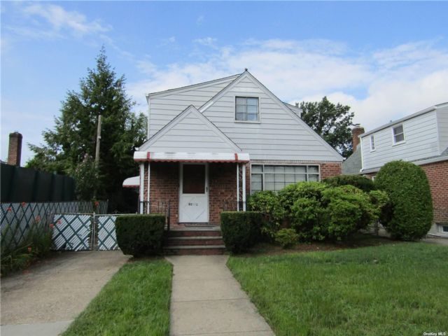 4 BR,  2.00 BTH Cape style home in Bellerose