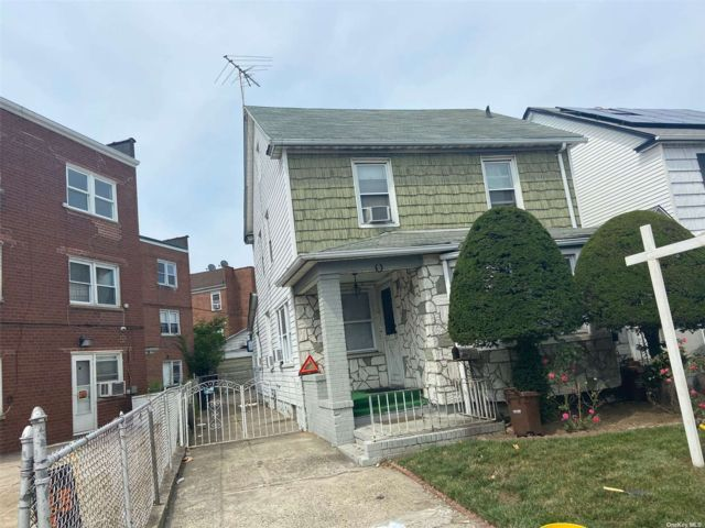 4 BR,  2.00 BTH Colonial style home in South Ozone Park