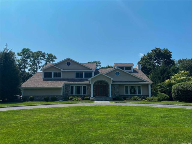 5 BR,  5.00 BTH Colonial style home in St. James
