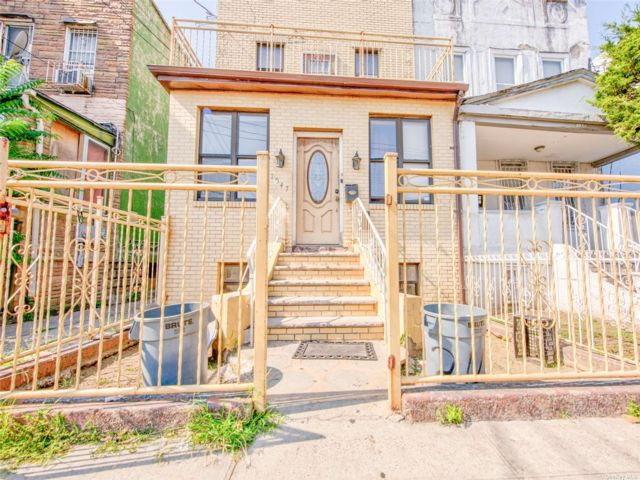 4 BR,  2.00 BTH 2 story style home in East New York