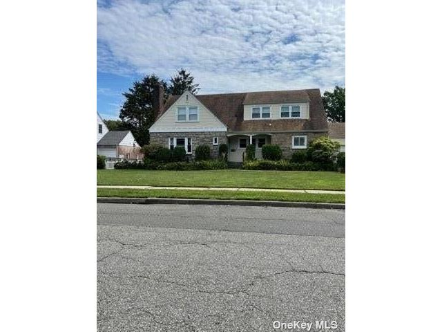 2 BR,  2.00 BTH Colonial style home in Glen Cove