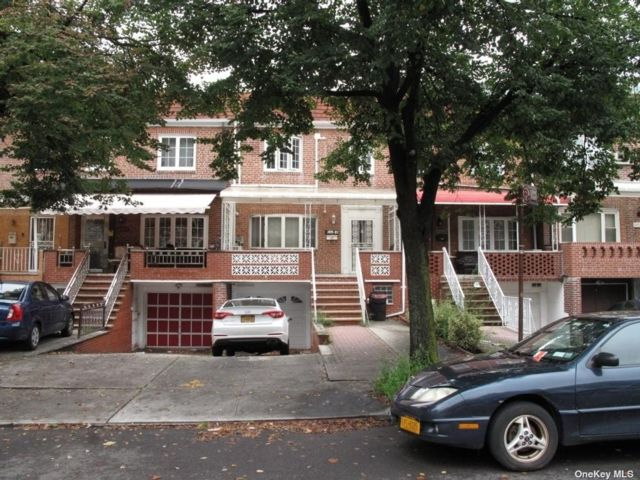 4 BR,  2.00 BTH 2 story style home in Forest Hills