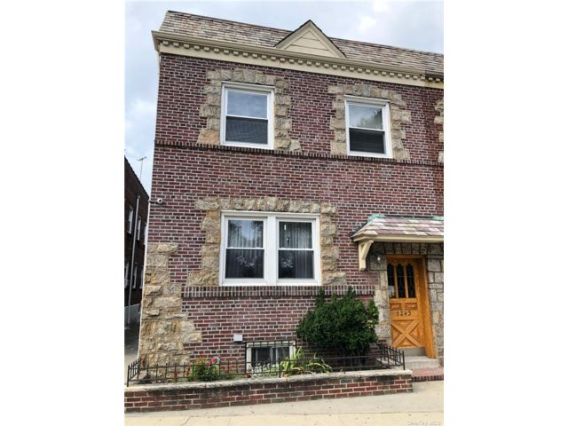 5 BR,  4.00 BTH 2 story style home in Glendale