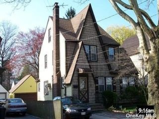 4 BR,  4.00 BTH Colonial style home in Great Neck