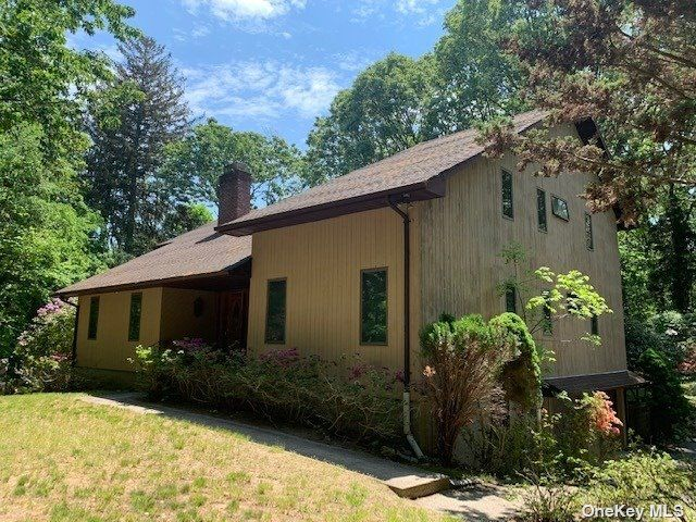 4 BR,  3.00 BTH Contemporary style home in Stony Brook