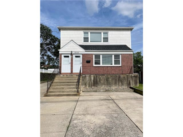 3 BR,  1.00 BTH 2 story style home in East Rockaway